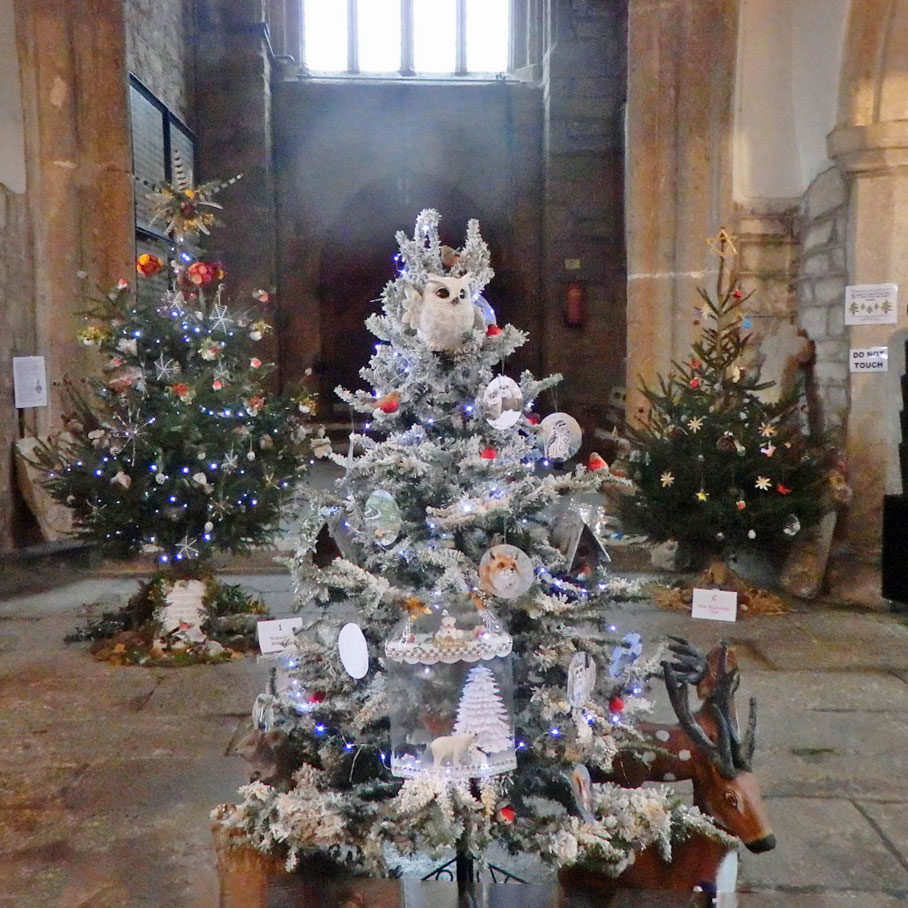 Xmas tree dressing competition