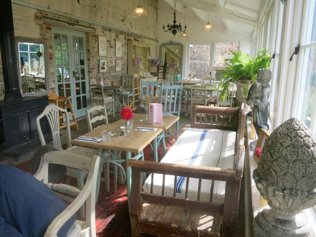 Pythouse tables